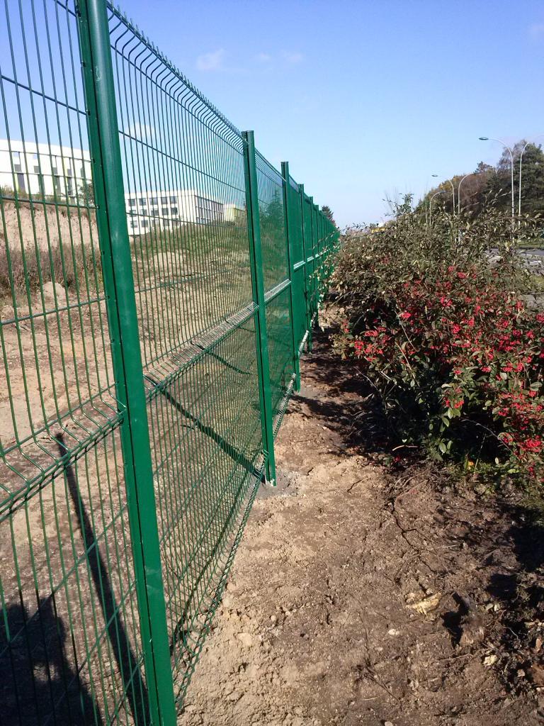 création de clôture en panneau